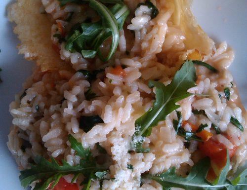 Risotto con rucola e pomodorini in crosta di parmiggiano
